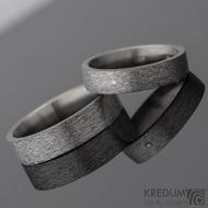 Prsten kovaný - Klasik titan - hrubý mat a čirý diamant 1,7 mm - profil F, velikosti 53/4,5 mm a 61/5,5 mm