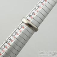 Klasik titan - lesklý - velikost 57, šířka 4,5 mm, tloušťka 1,5 mm, profil B - Kovaný prsten, SK2124 (2)