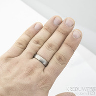 Prsten kovaný - Klasik titan - matný - na ruce