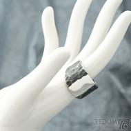 Klín - velikost 62, šířka 6,5 - 16,8 mm, zatmavený - Design nerezový snubní prsten, S2158 (2)