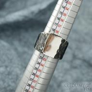 Klín - velikost 62, šířka 6,5 - 16,8 mm, zatmavený - Design nerezový snubní prsten, S2158