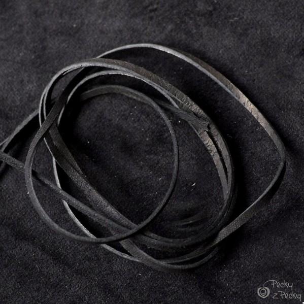 Kožená šňůrka plochá - černá