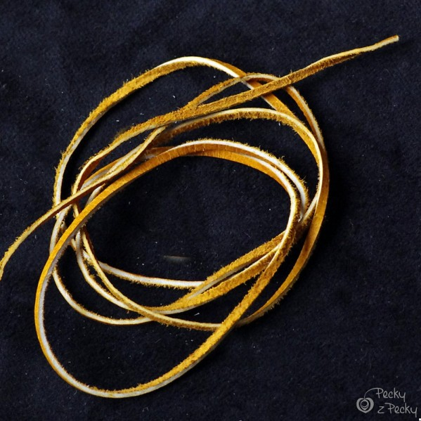 Kožená šňůrka plochá - žlutá