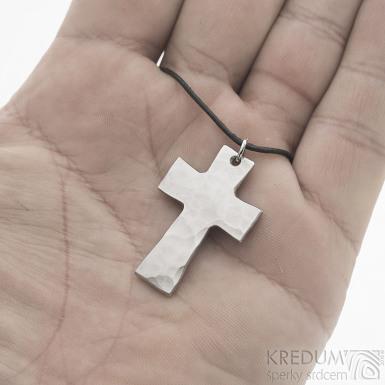 Kovaný křížek s očkem, světlý - Přívěsek z nerezové oceli, SK2437