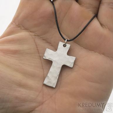 Kovaný křížek s očkem, světlý - Přívěsek z nerezové oceli, SK2440