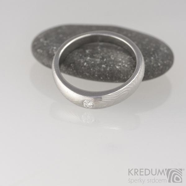 Zásnubní prsten, nerezová ocel damasteel - Siona white, struktura dřevo, lept 75% světlý, diamant 2,7 mm