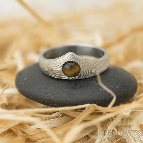 Královna a kabošon tygří oko - 51,5, šířka korunky 7,5 mm,dlaň 3,5 mm, dřevo, lept 50% SV - Damasteel zásnubní prsten - k 1460