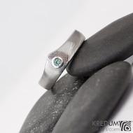Královna a zelený zirkon do stříbra - damasteel zásnubní (snubní) prsten - struktura dřevo