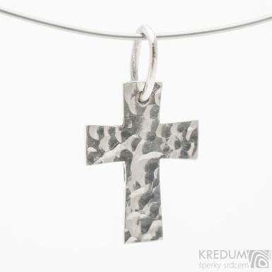 Tepaný křížek lesklý - přívěsek ze stříbra - SK3837