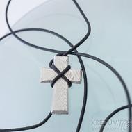 Křížek, dřevo - Přívěsek damasteel, produkt SK2419, lept 75%, světlý a lesklý, včetně kožené šňůrky
