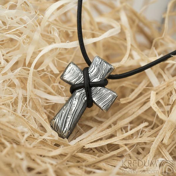 Křížek nerezová ocel damasteel - voda - bez očka - k 1500
