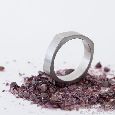 Kulatýčtvereček - 53, šířka 5,2 mm, matný - Kovaný nerezový snubní prsten, SK2458 (7)