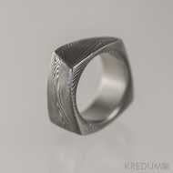KUMALI - struktura dřevo, kovaný snubní prsten damasteel