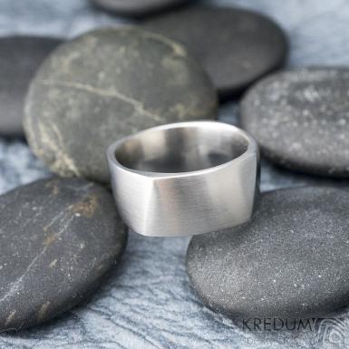 Kumali nerez -velikost 67 CF, šířka 10,6 mm, tloušťka 1,8 mm, mat - Kovaný nerezový snubní prsten, SK1291 (3)