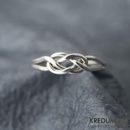Kuplung  - prsten na fotografiích je vyroben ze stříbrného drátu