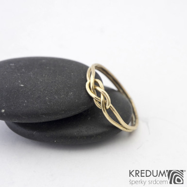 Kuplung Yellow - Zlatý snubní prsten - barva prstenu na fotografii je upravovaná