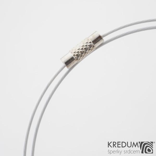 Bílé nylonové lanko s ocelovou strunou - šroubovací uzávěr
