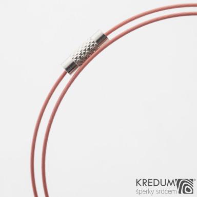Světle růžové nylonové lanko s ocelovou strunou - šroubovací uzávěr