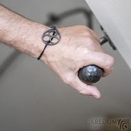 Layout one black - Kožený náramek s kovanou ozdobou (4)