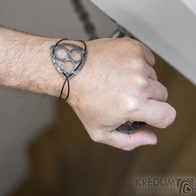 Layout tri black - Kožený náramek s kovanou ozdobou