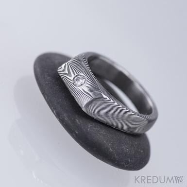 LEILA a čirý diamant 2,7 mm - kovaný zásnubní prsten damasteel