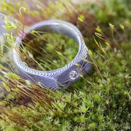 LEILA s čirým diamantem 2,7 mm - kovaný zásnubní prsten damasteel