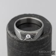 LEILA a čirý diamant 2,7 mm - kovaný zásnubní prsten damasteel, lept 75% zatmavený