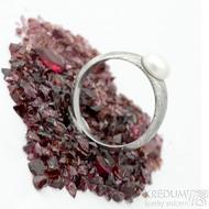 Liena s bílou perlou - vel 53,5, šířka hlavy 5,5mm dlaň 3mm, voda - lept 75% SV - Damasteel zásnubní prsten - k 1496 (4)