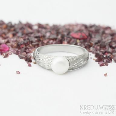 Liena s bílou perlou - vel 53,5, šířka hlavy 5,5mm dlaň 3mm, voda - lept 75% SV, perla 6,2mm - Damasteel zásnubní prsten- sk1973 (5)