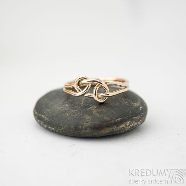 Loop red - velikost 52,5- Motaný zlatý snubní prsten - k 1539