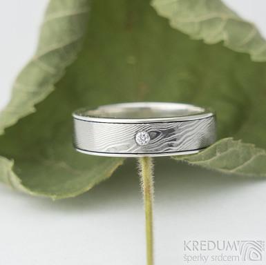 Luna a čirý diamant 1,7 mm, velikost 50, šířka 5 mm, tloušťka 1,7 mm, okraje 2x0,5 mm, dřevo 75% SV - Kombinace damasteel a stříbra - k 1880 (2)