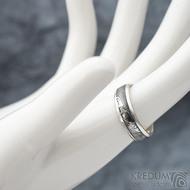 Luna - dřevo - Stříbrné snubní prsteny a damasteel - 53, šířka 5,5, tloušťka 1,6 mm, lept 100% TM, B - S1355 (2)