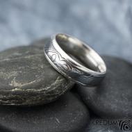 Luna - dřevo - Stříbrné snubní prsteny a damasteel - 53, šířka 5,5, tloušťka 1,6 mm, lept 100% TM, B - S1355 (3)