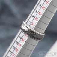 Luna s tepanými okraji - dřevo - Stříbrné snubní prsteny a damasteel - 53, šířka 5,8 mm, tloušťka 1,5 mm, 100% TM, B - S1354