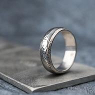Luna s tepanými okraji - dřevo - Stříbrné snubní prsteny a damasteel - 53, šířka 5,8 mm, tloušťka 1,5 mm, 100% TM, B - S1354 (5)
