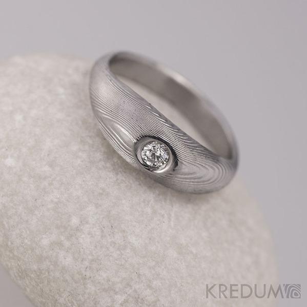 Kovaný zásnubní prsten damasteel a diamant - Vahia malá