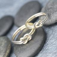 Marge duo - snubní prsteny žluté a bílé zlato -  velikost 58 síla drátku 1,5 mm a velikost 52,5, síla drátu 1,2 mm - K 1388 (3)