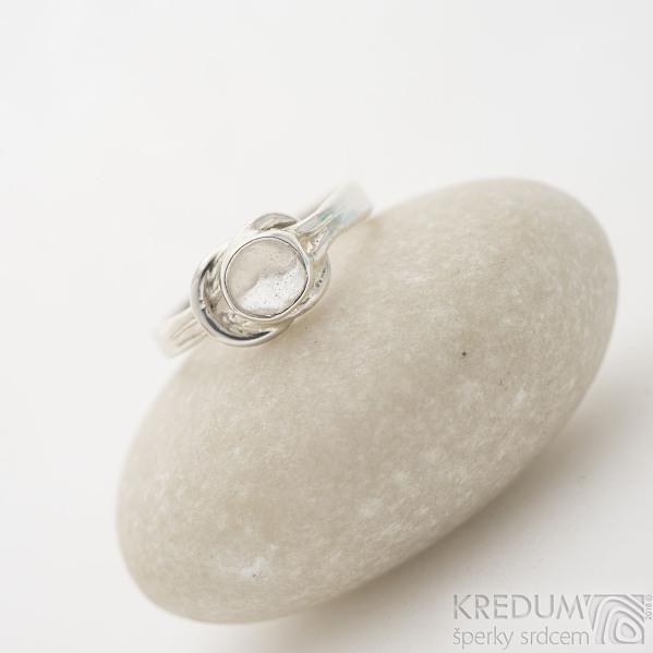 Marge silver - stříbrný prsten s uzlem a křišťálem - velikost 50, SK2467 (4)