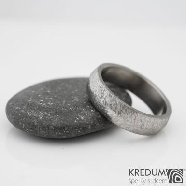 Klásek titan - Kovaný nerezový snubní prsten
