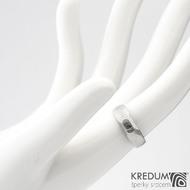 MiniAlane - čárky 50% světlý, velikost 50, do klínu 5,5 mm hlava 4 mm do dlaně + černý diamant 2,3 mm - Damasteel snubní prsten, et 1635 (5)