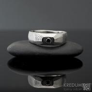 MiniAlane - čárky 50% světlý, velikost 50, do klínu 5,5 mm hlava 4 mm do dlaně + černý diamant 2,3 mm - Damasteel snubní prsten, et 1635 (6)