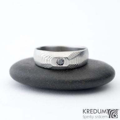 MiniAlane - čárky 50% světlý, velikost 50, do klínu 5,5 mm hlava 4 mm do dlaně + černý diamant 2,3 mm - Damasteel snubní prsten, et 1635 (2)