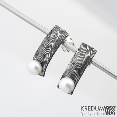 Moon Natura s perlou - kované damasteel náušnice, SK1484