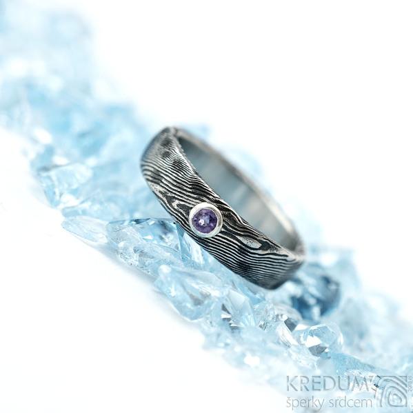 Natura a broušený ametyst 3 mm do Ag - vel 51, šířka 5 mm, lept extra zatmavený - Damasteel snubní prsteny - k 1431