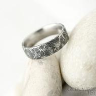 Natura kolečka zatmavená - velikost 52, šířka 5,5 mm, tloušťka střední - Damasteel snubní prsteny - k 1561 (2)
