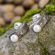Moon Natura s perlou - kované damasteel náušnice
