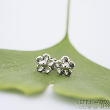 Náušnice Gordik flower z bílého zalata 7,5 mm - k 2445