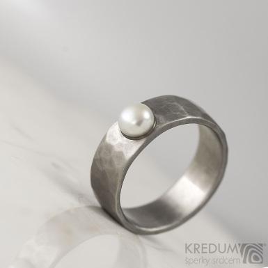 Draill s perlou - Skladový kovaný nerezový prstenl - produkt S1641