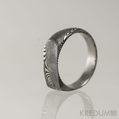 Omar - Kovaný damasteel prsten - dřevo, lept 75% - zatmavený