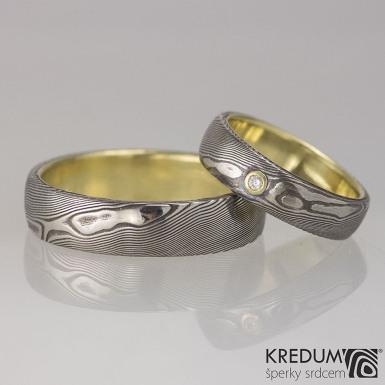 Orion yellow a čirý diamant 1,7 mm ve zlatém lůžku - Zlatý snubní prsten a damasteel, struktura dřevo